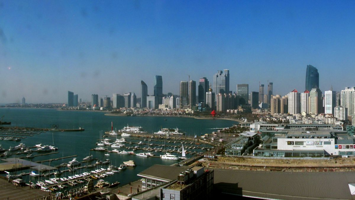 Downtown Qingdao and beaches are far from the source of the oil spill (source: WikiCommons)
