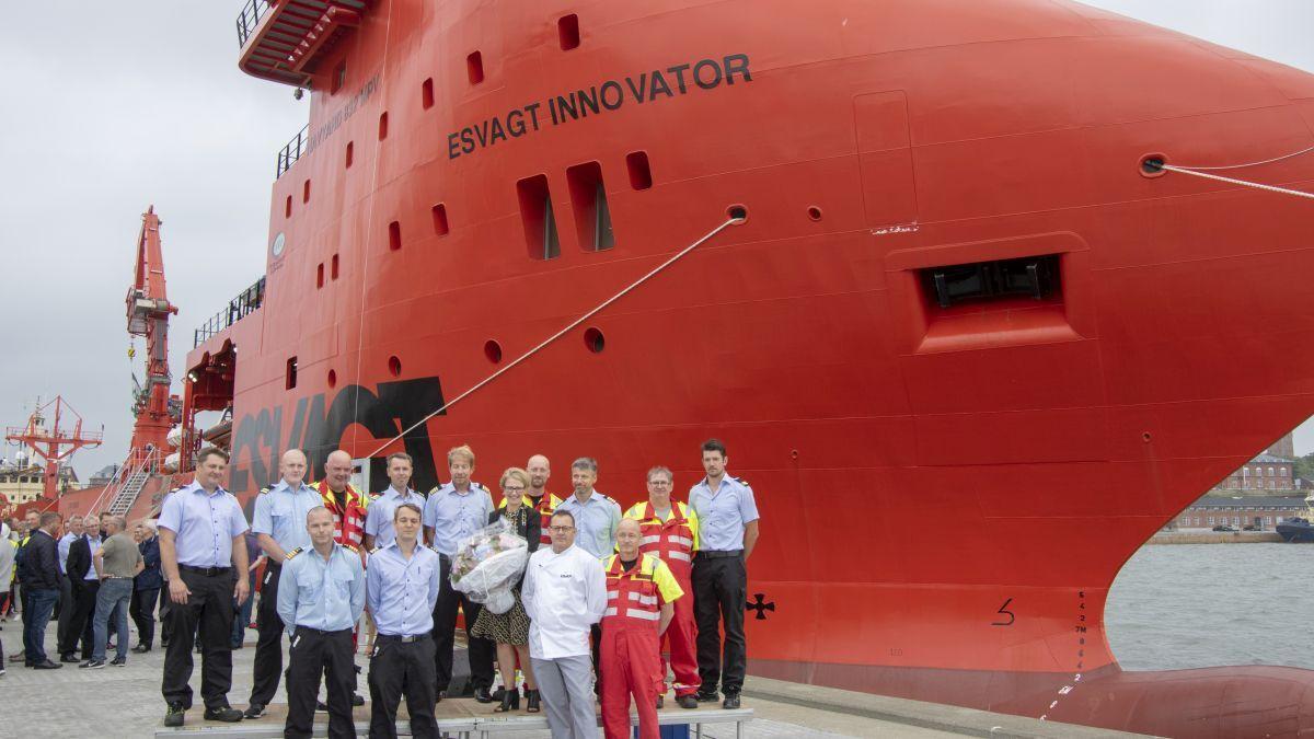 Crew on Esvagt Innovator use Seasat and Flex45 VSAT (source: Esvagt)