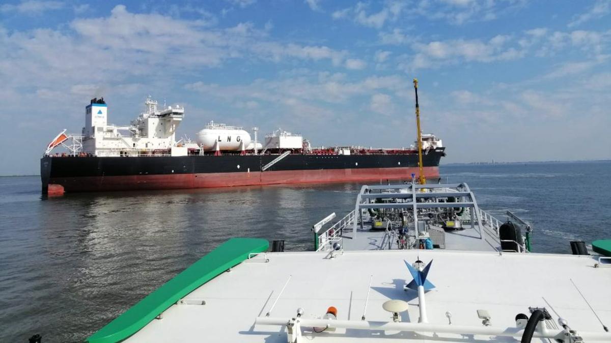 Flex Fueler 002 refuelled Current Spirit, an LNG-fuelled DP2 shuttle tanker (source: Titan LNG)