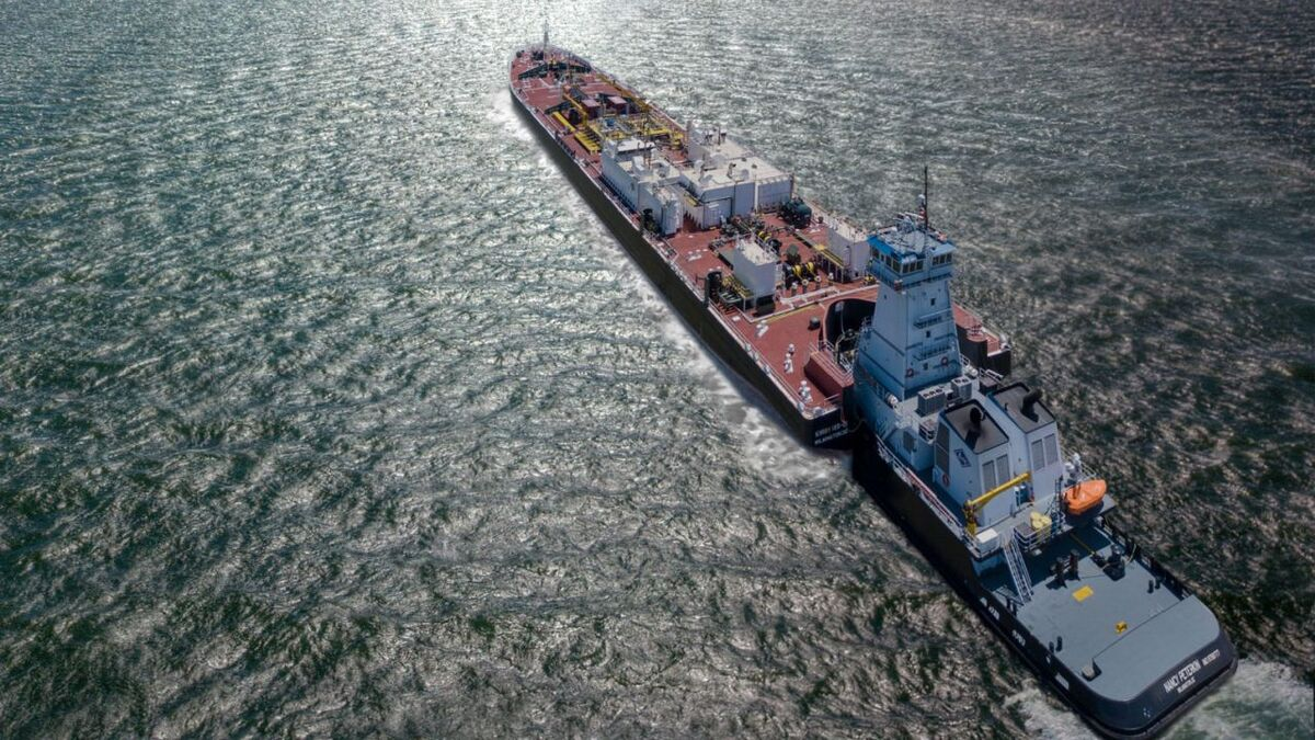 A Kirby tug pushes a barge along inland waterways in the US (source: Kirby)