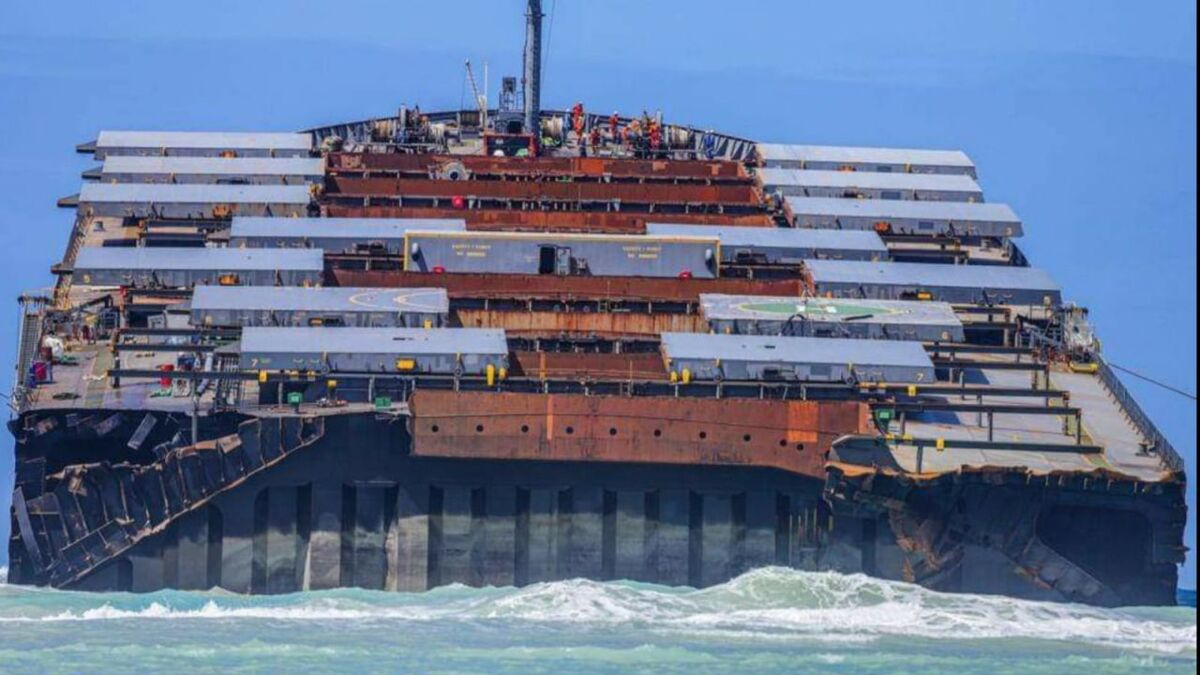 Wakashio bulk carrier grounded on Mauritius reef in 2020 (source: Smit Salvage)