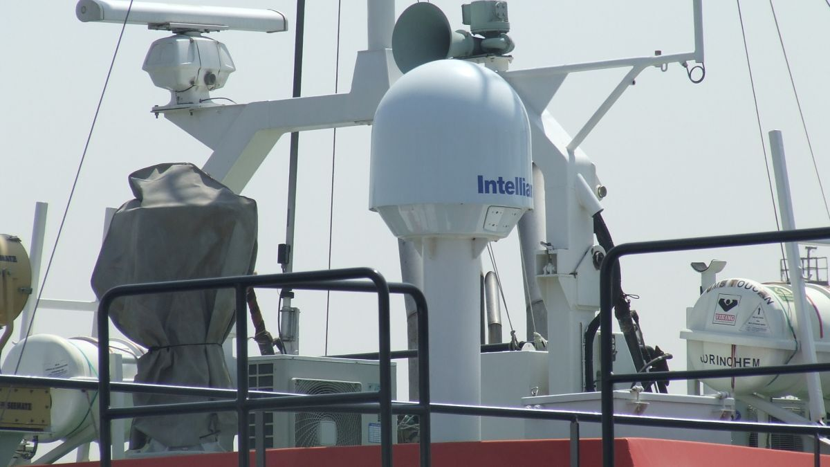 Intellian VSAT provides internet to an OSV in a UAE port (source: Riviera Maritime Media)