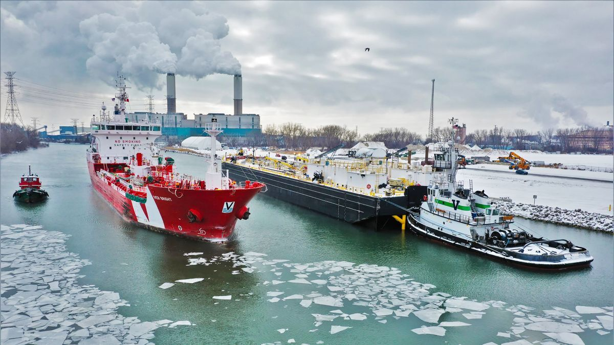 Vane Brothers tug and asphalt barge tow heralds new service in the Great Lakes
