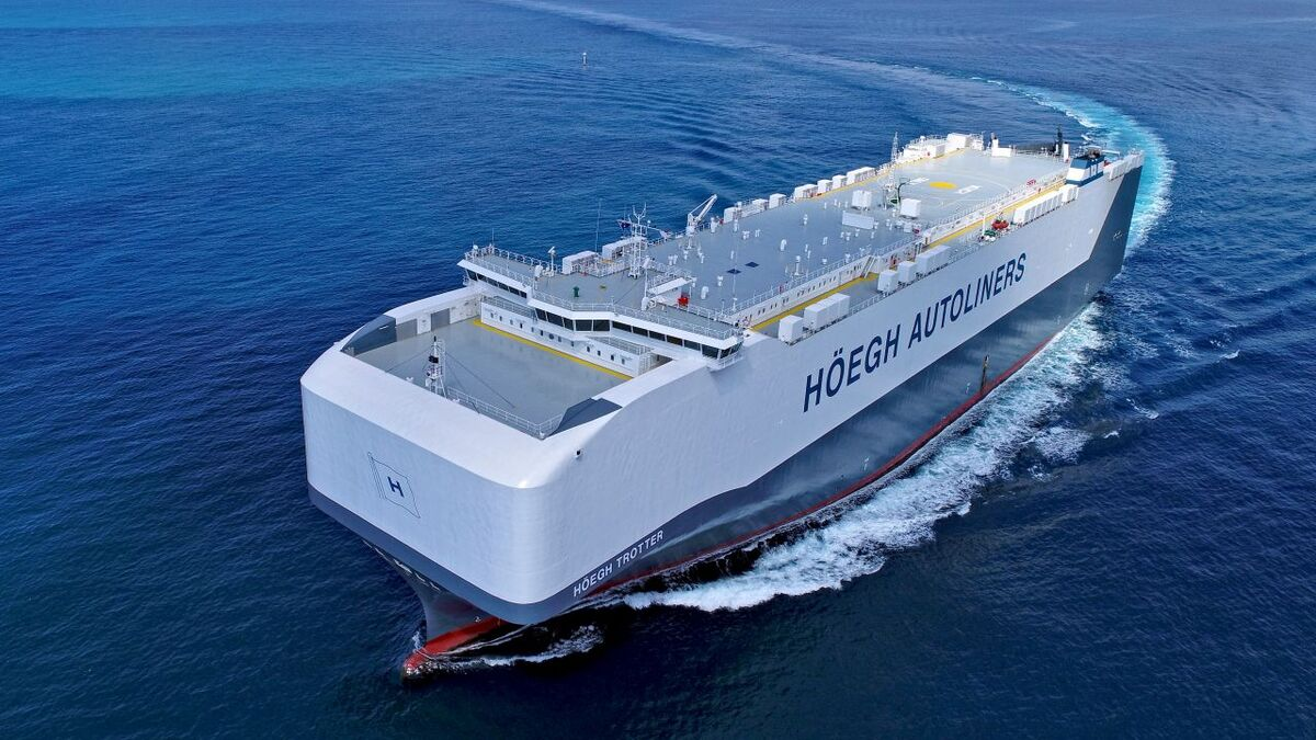 Kongsberg and MAN programs are on Hoegh Trotter vehicle carrier (source: Owen Foley)