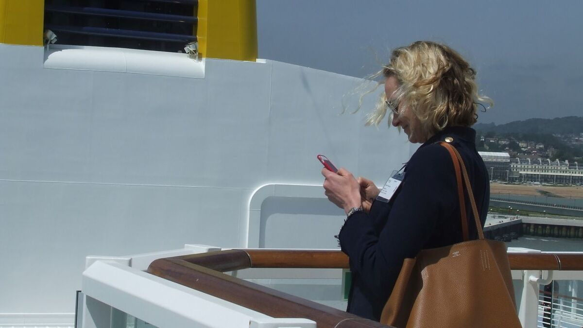 Passengers can use their mobile devices over 4G in ports (source: Riviera Maritime Media)