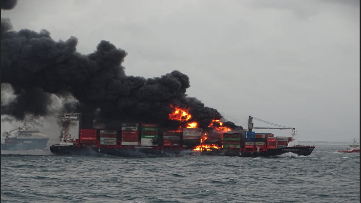 A fire on board container feeder vessel X-Press Pearl prompted crew and salvors to evacuate (source: Indian Coast Guard)