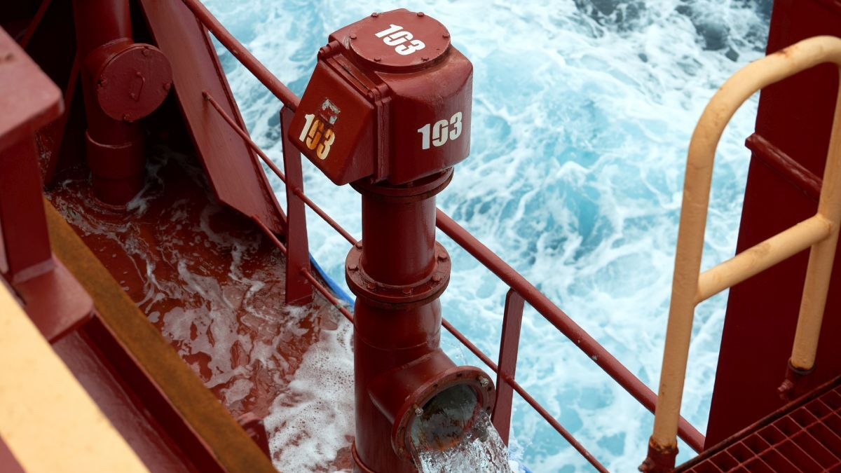 The Cortec inhibitor remains in ballast water tanks during operations (source: Cortec Europe)