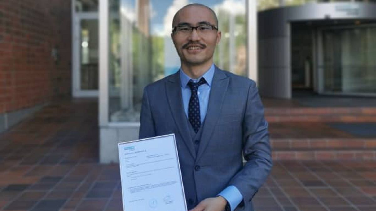 Newport Shipping's Lianghui Xia with the AiP certificate awarded by DNV (source: Newport)