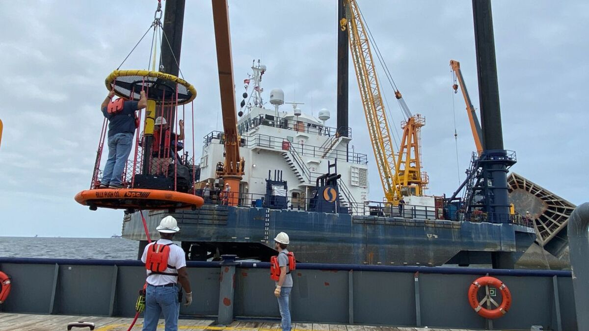 A salvage crew has move Seacor Power to a recycling facility (source: USCG)