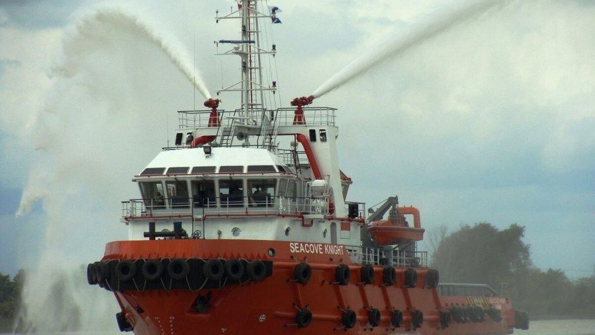 Wintermar anchor handler Seacove Knight tests its fire-fighting systems (source: Wintermar)
