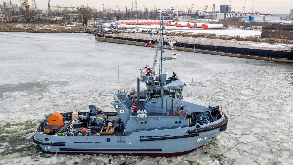 ice class tug H3 Leszko 5th built by Remontowa.jpg