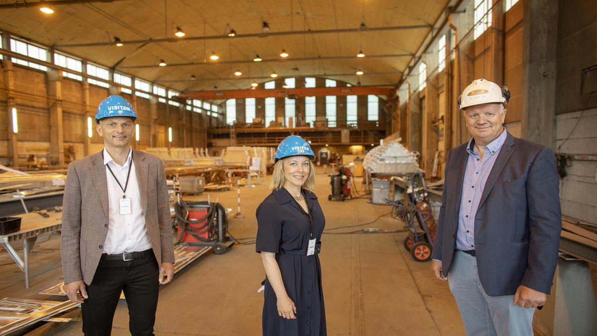 Project leader Mikal Dahle (Kolumbus), Rogaland County Mayor Marianne Chesak and Edmund Tolo (Fjellstrand Yard)