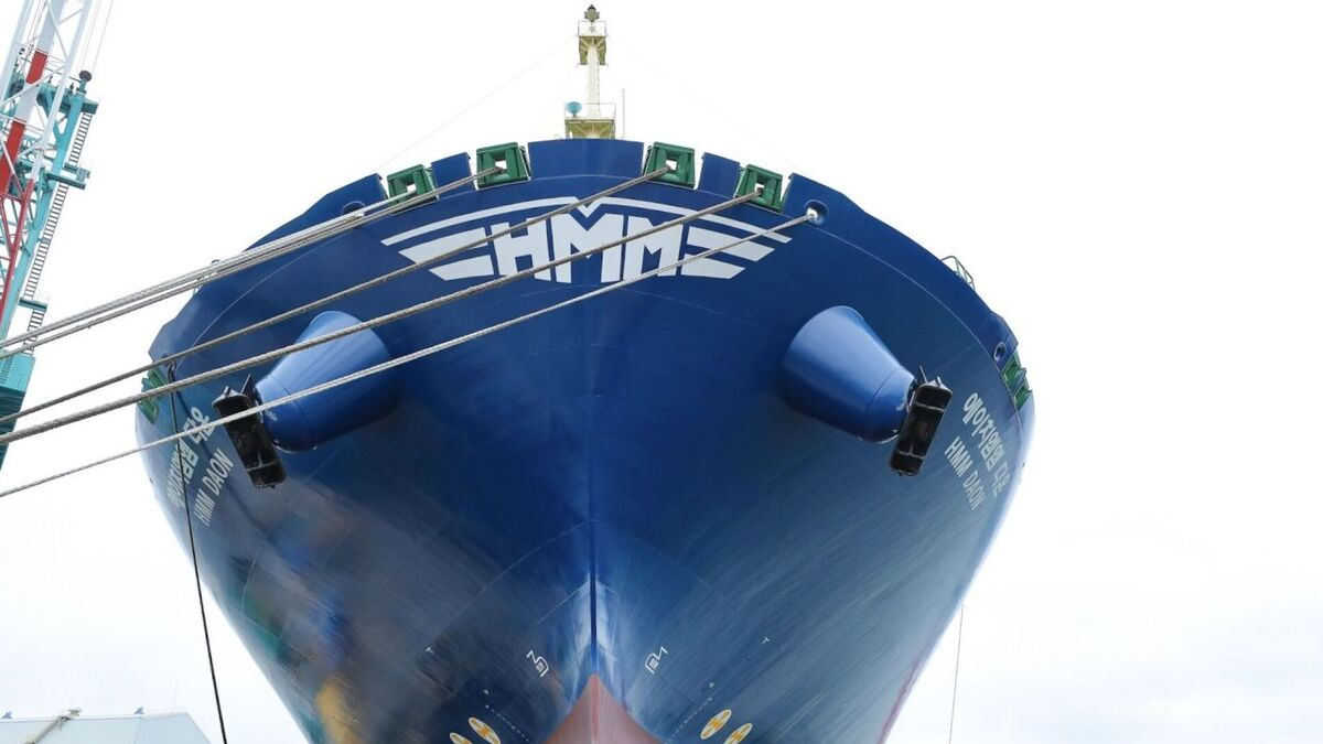 Unaffected by cyber incidents, HMM Daon container ship is named at HHI shipyard (source: HMM)