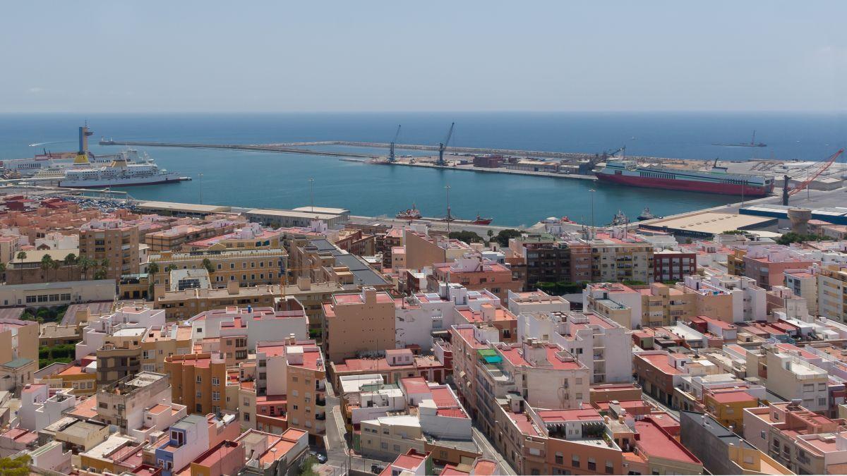Spain arrests tanker over oil spill