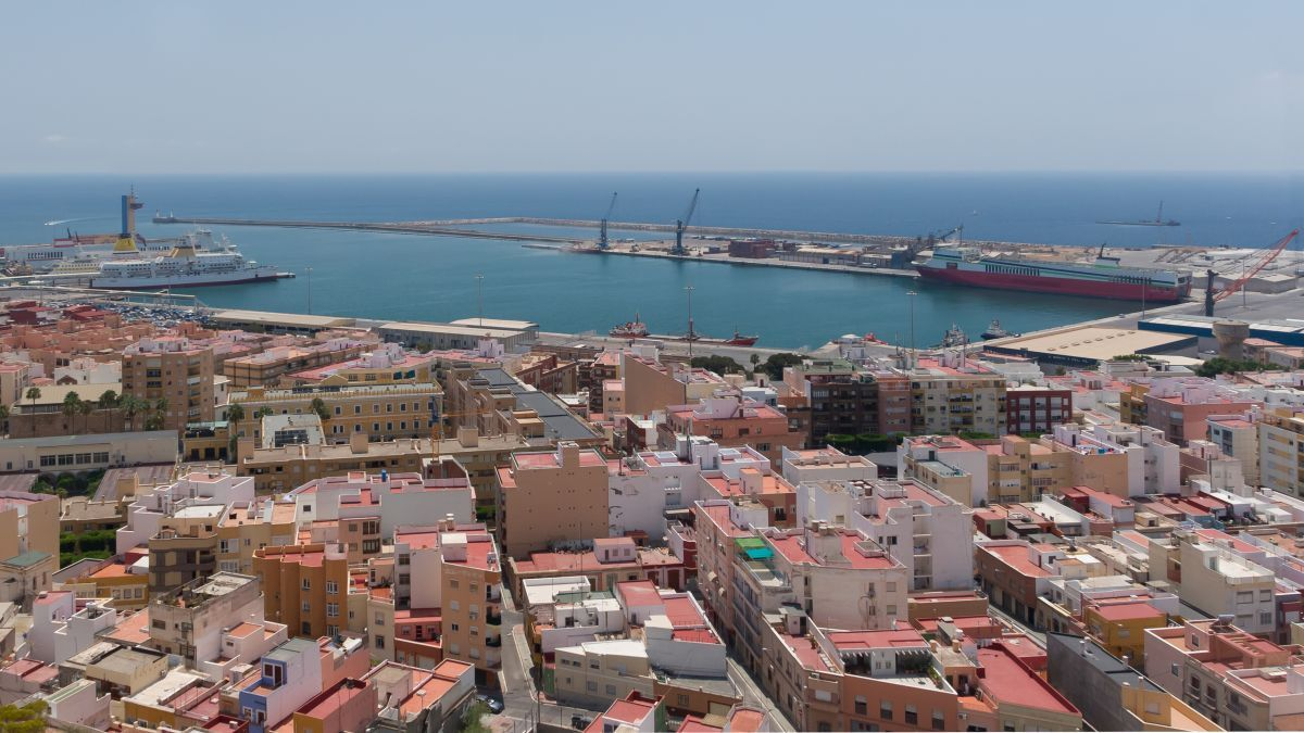 The alleged culprit of the oil spill was detained in the port of Almeria (source: WikiCommons)