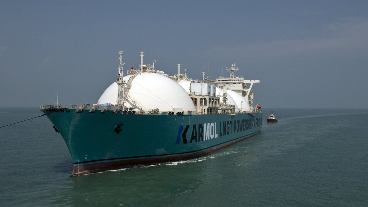 The KARMOL LNGT Powership Africa FSRU was towed from Singapore and is the first completed FSRU from the KARMOL partnership (source: KARMOL)