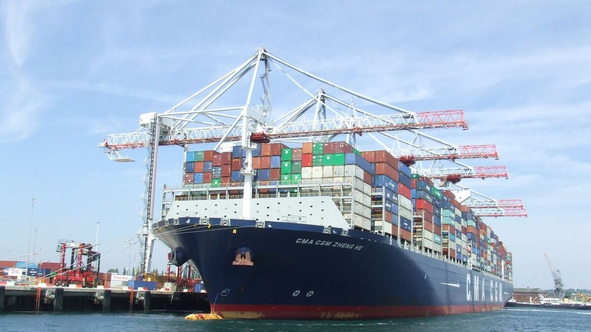 How should ports cut emissions from container ships? (source: Riviera Maritime Media)