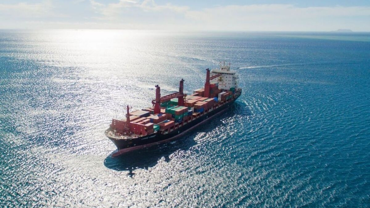 Swire China Navigation is upgrading bridge systems on container ships