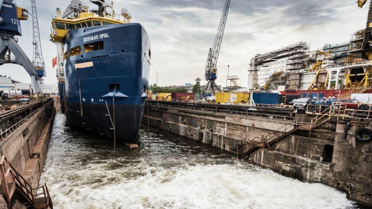 Eidsvaag Opal, a former PSV, was converted to a fish feeder cargo vessel by Damen Ship Repair Amsterdam (source: Damen)