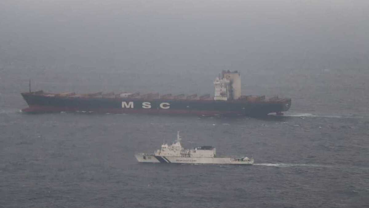 MSC Messina with an Indian Coast Guard vessel (source: Indian Coast Guard)
