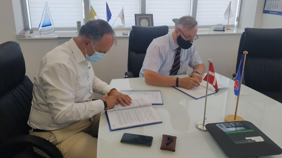 MSM and DESMI sign frame agreement (source: DESMI)