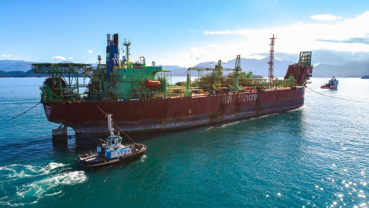 Tugs operated by Wilson Sons escort the FPSO Sao Vicente City in Brazil (source: Wilson Sons)