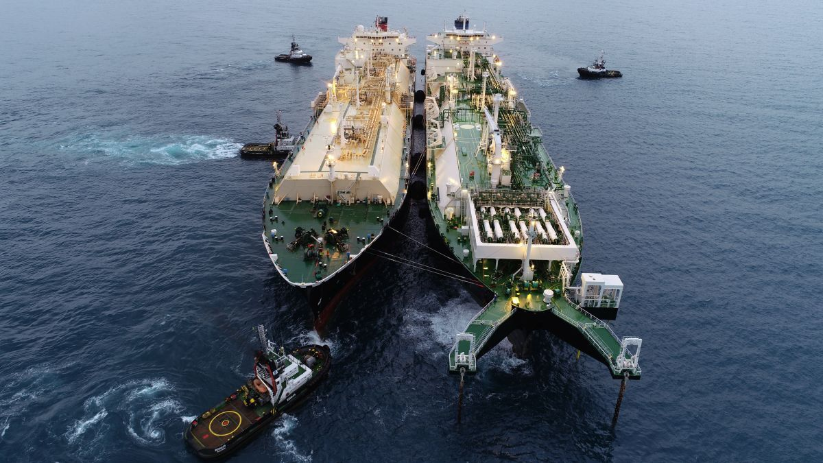 The FSRU Golar Nanook serves Brazil's first privately-funded LNG-to-power project (source: Wilson Sons)