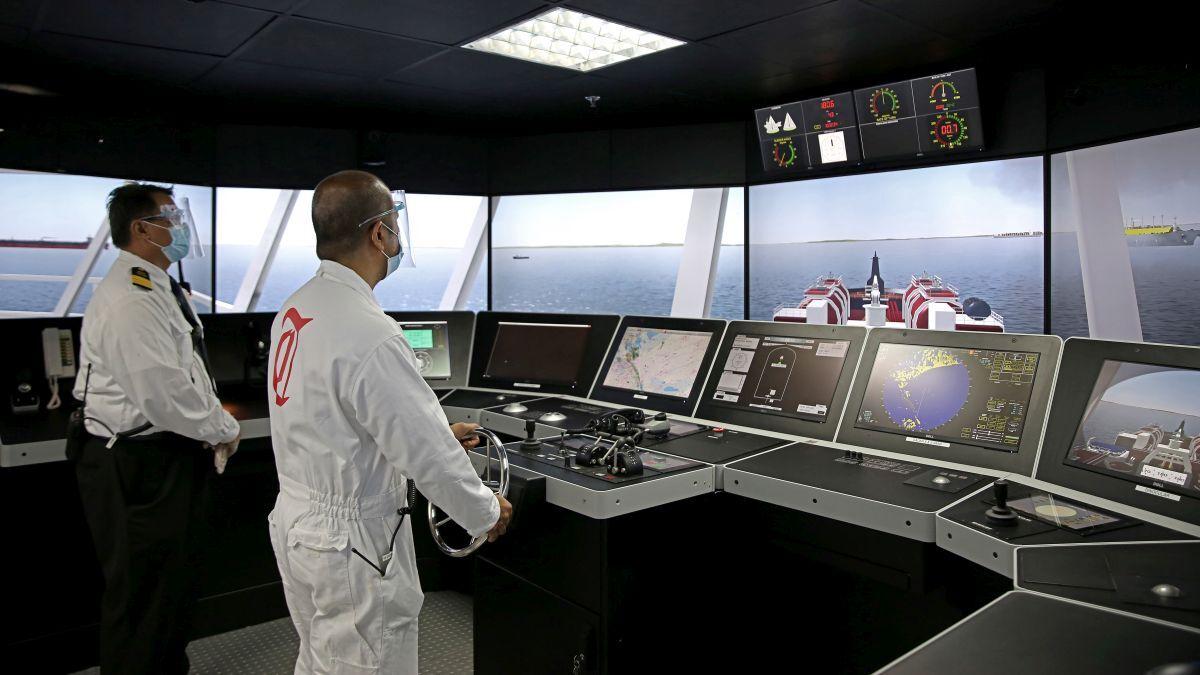 Thome navigators training on a Kongsberg K-Sim navigation simulator (source: Thome)