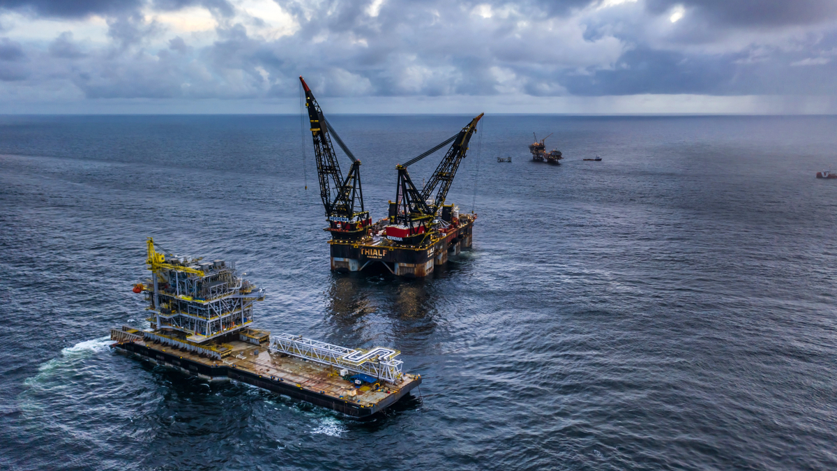 The crane vessel Thialf completed the installation of the Cassia Compression platform offshore Trinidad and Tobago (source: HMC)