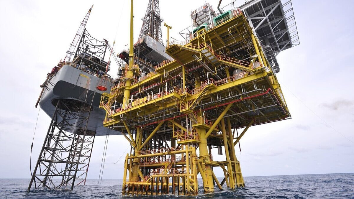Petronas announces first oil from East Cendor field