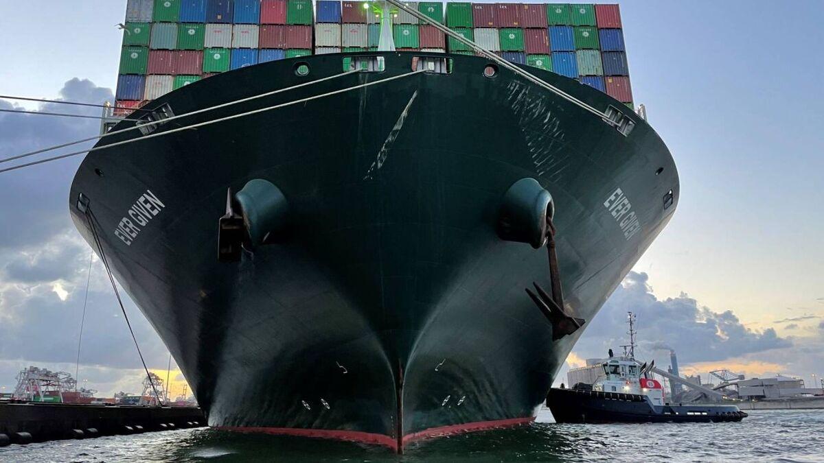 A Boluda tug assists Ever Given container ship at ECT terminal, Rotterdam (source: Boluda/Jan Hess/NOS)