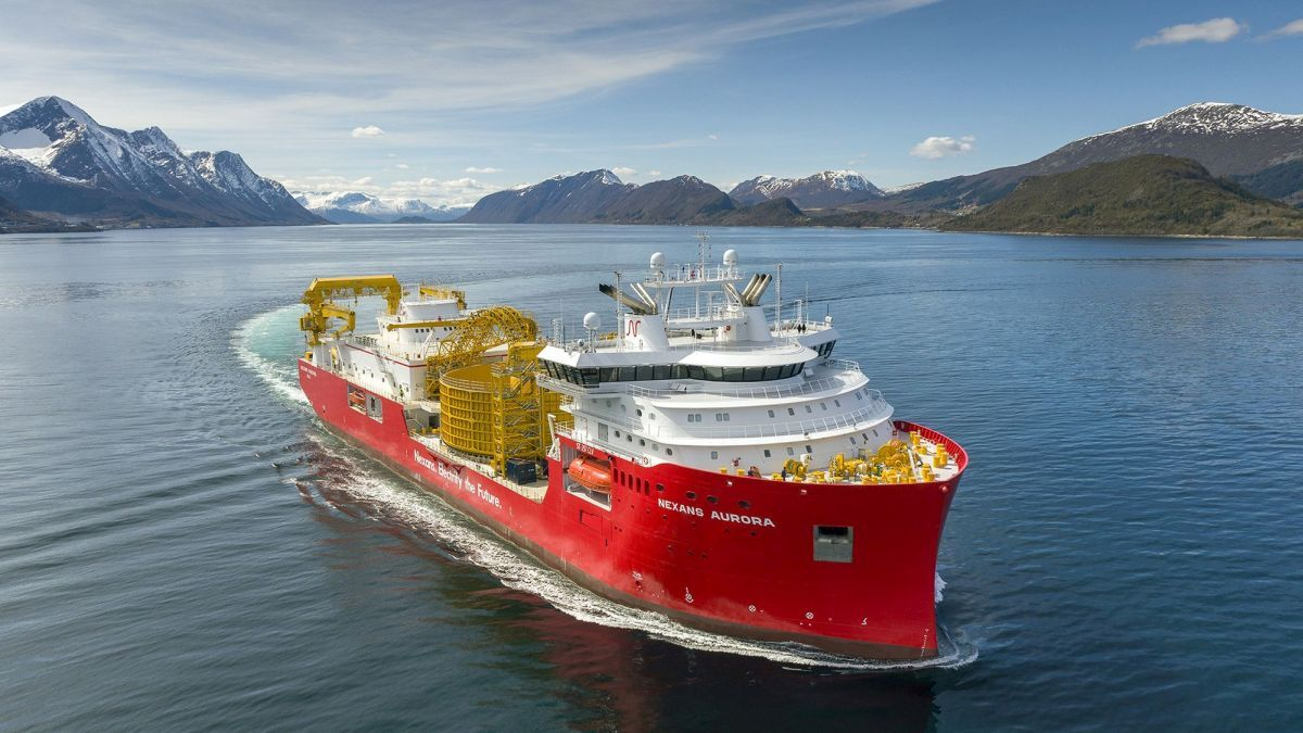 Nexans Aurora has a 10,000-tonne carousel and two separate firing-lines