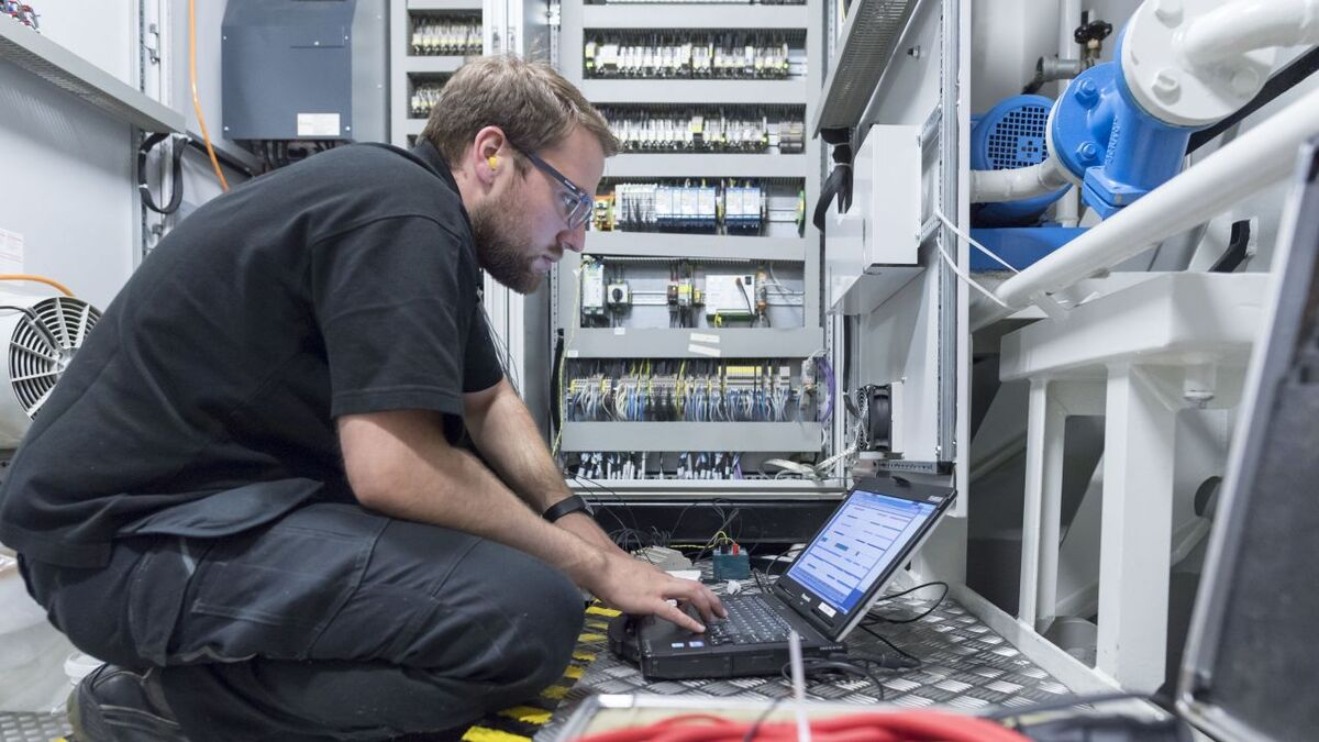 An engineer runs diagnostics over electrical systems for Schottel propulsion (source: Schottel)