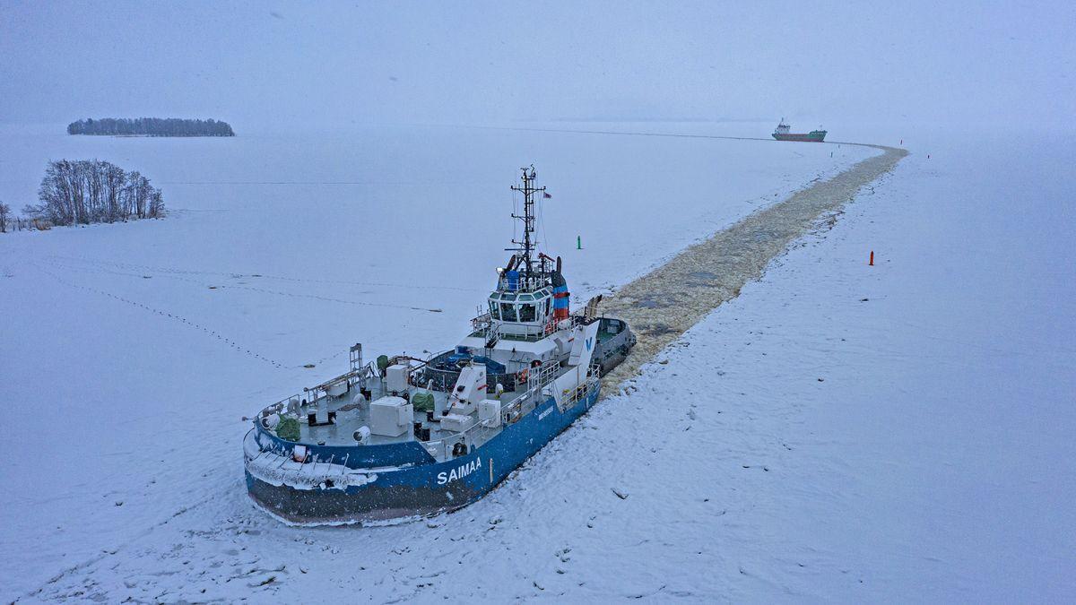 Alfons Håkans' tug Calypso with Saimaa removable ice-breaking bow (source: Alfons Håkans)