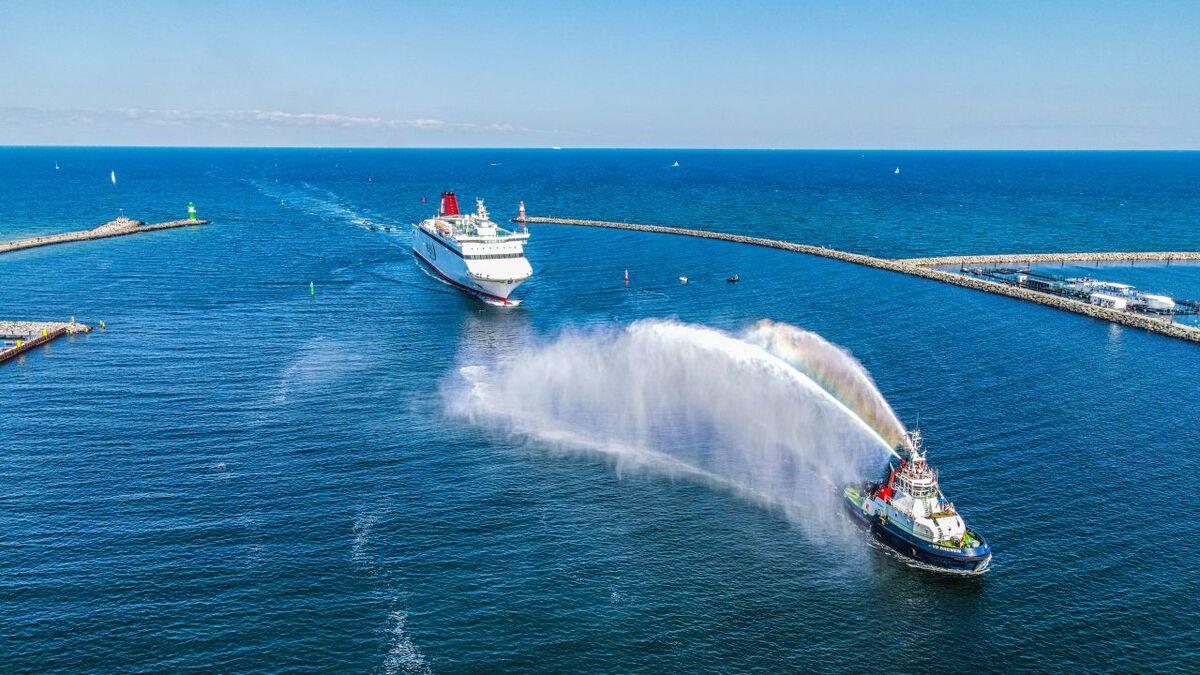 Boluda Towage tug VB Bremen escorts a ferry Hansa Destinations into Port of Rostock (source: Boluda)