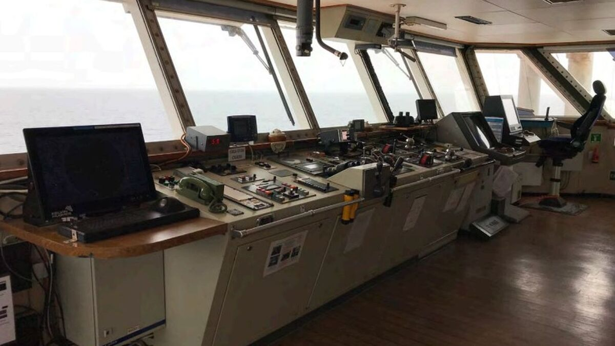 Bridge on a cargo ship where ECDIS is away from radar and the watchkeeper chair (source: MAIB)