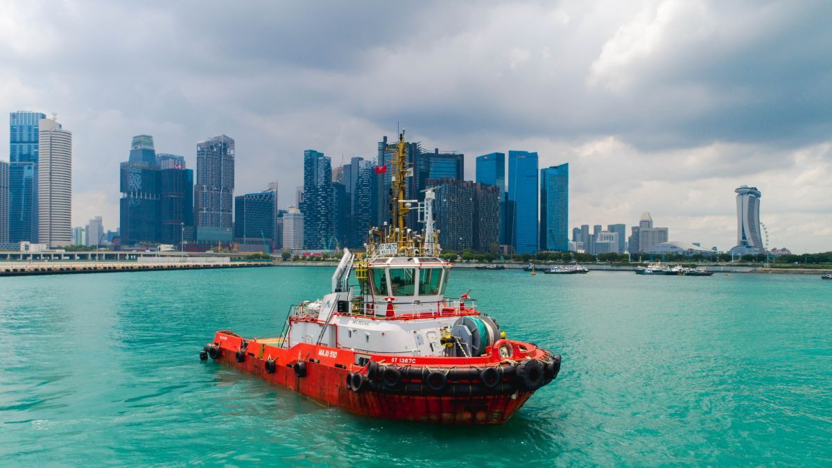 Keppel Smit Towage tug Maju 510 during remote trials in Singapore (source: ABB)