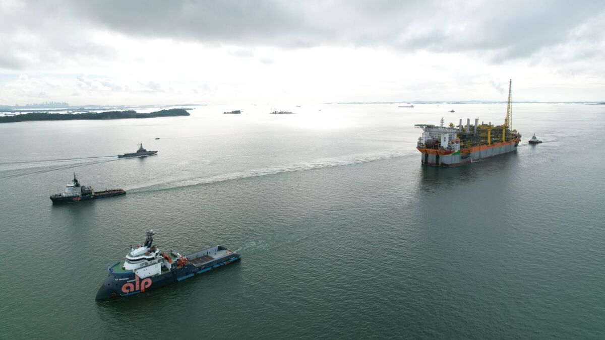 Liza Unity FPSO sails away from Singapore, being towed by two ALP anchor-handling tugs (source: SBM)