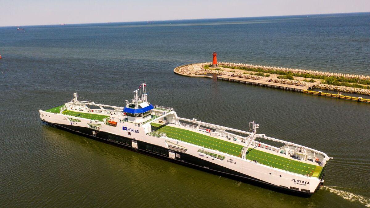 Festøya 'represents the new generation of battery-hybrid ships fulfilling very strict international regulations concerning levels of harmful emissions' (source: Remontowa Shipbuilding)