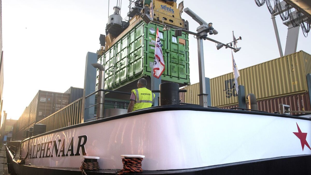 Alphenaar is the first inland waterway vessel to use the zero-emissions service made possible by Wärtsilä's battery container solution (source: Zero Emission Services)