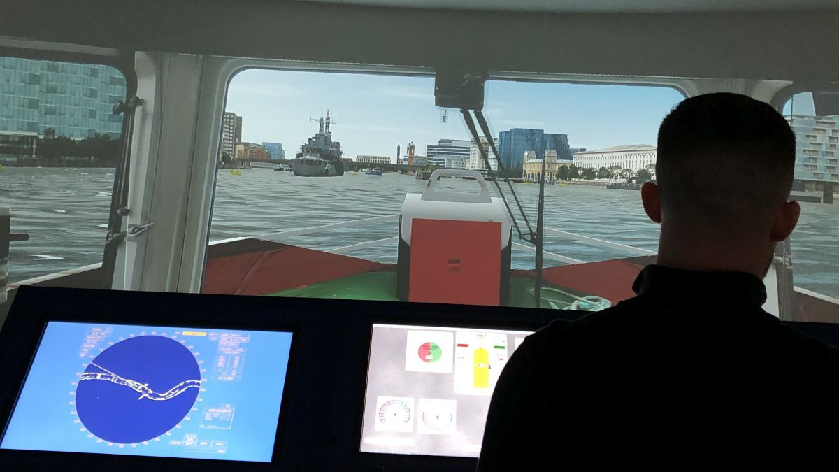 A trainee practises towage operations on the River Thames in a simulator (source: Workboat Association)