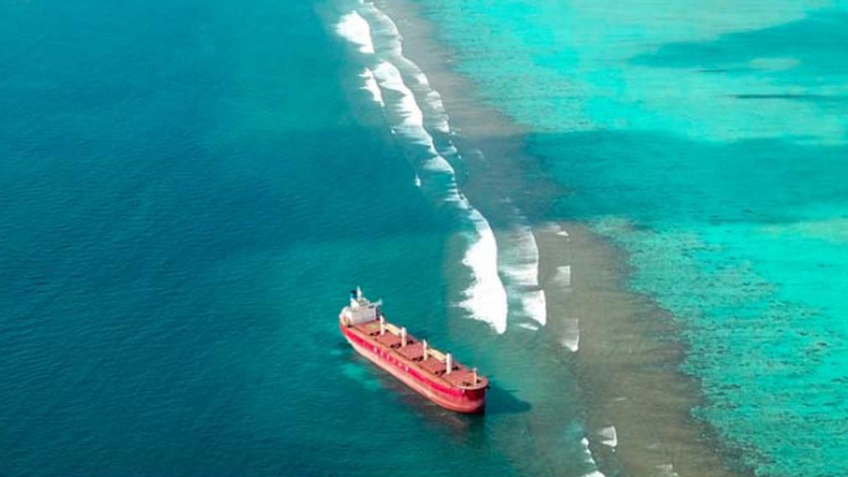 Update: Tsavliris refloats grounded bulker in Maldives
