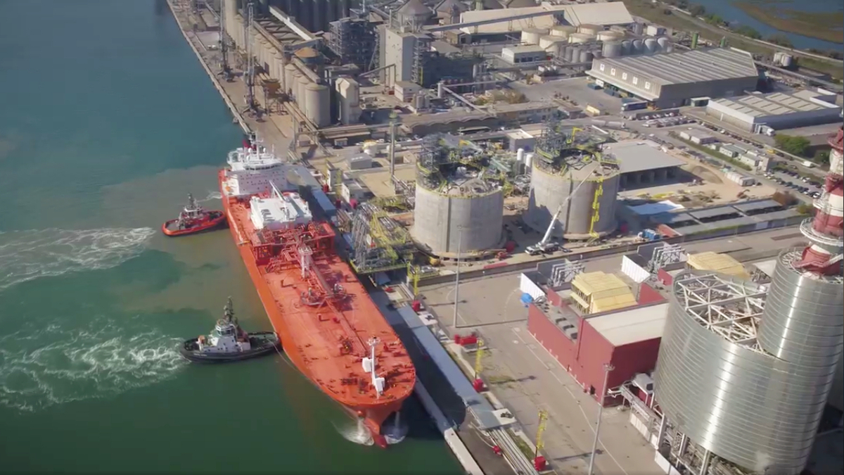 Italy's first mainland ssLNG bunkering facility nears debut
